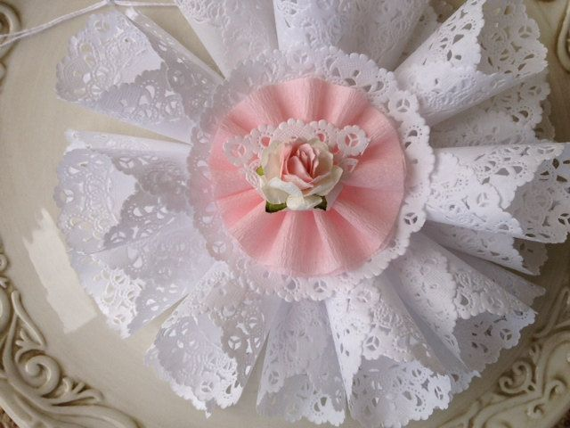 Shabby Chic Doily Wreath for Valentine Decoration or por JeanKnee