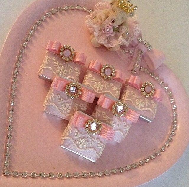 By lebriz- hediyelik çikolata- kız isteme- bohça- davet- organizasyon- söz nişan düğün çikolatası- nikah şekeri- gifts- engagement- bridal shower- wedding party- turkish boutique brand- türk markası- butik çikolata- doğum günü- mevlüt şekeri