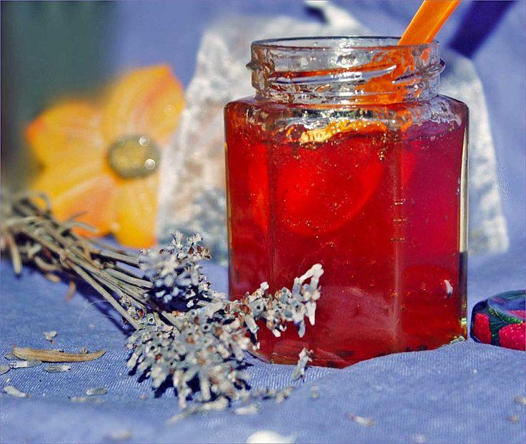 Apfelgelee mit Lavendelblüten, ein sehr schönes Rezept aus der Kategorie Kochen. Bewertungen: 5. Durchschnitt: Ø 3,6.                                                                                                                                                                                 Mehr