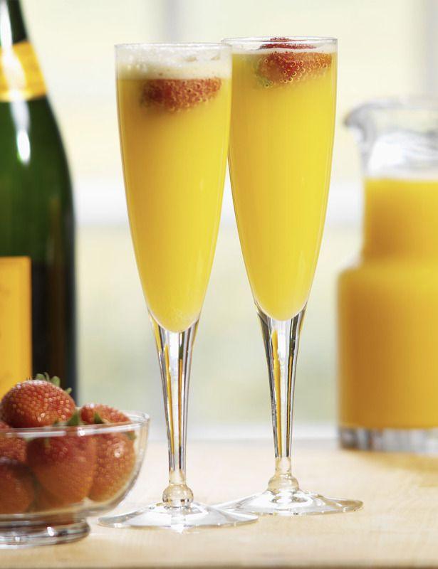 Mimosa-ngredientes:  Zumo de naranja  Champagne  Enfría previamente el champagne. Sirve en una copa de flauta 2/3 de champagne frío y 1/3 de zumo de naranja. Decora con una rodaja de naranja o con unos trozos de fresa.