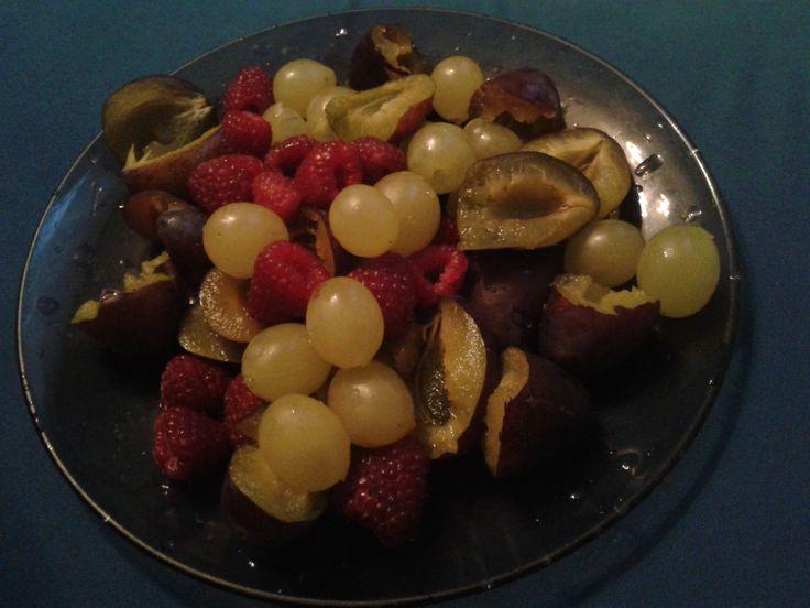 """Dzień 10- owoce Moja dzisiejsza przekąska. Naturalne """"słodycze"""" są o wiele lepsze od tych kupnych, nie tylko pod względem zdrowia i wyglądu.  #fitfotowyzwanie"""