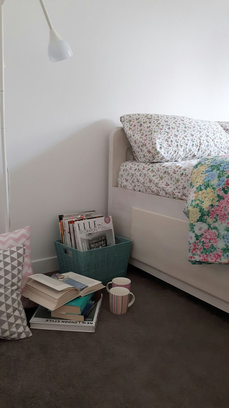 #bedroom #myhome #goodmorning #goodday #coffee #books #englishhome #flowers