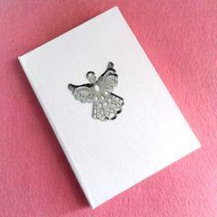 Niyetlerinizi, dileklerinizi melekler korusun... Ölçüler: 15 cm x 22 cm Yaklaşık 100 sayfa, çizgisiz...