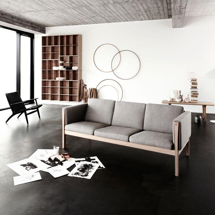 CH163 soffa - 3-sits tyg grå, tvålad ek - Soffor – Möbler från Svenssons i Lammhult