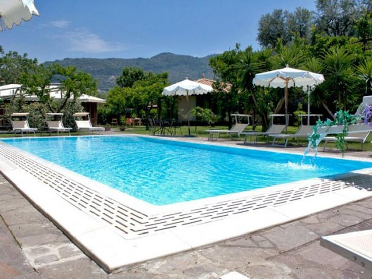 3 Bedroom Apartment in Central Sorrento to rent from £968 pw, with a shared swimming pool. Also with Solarium, balcony/terrace, air con and TV.