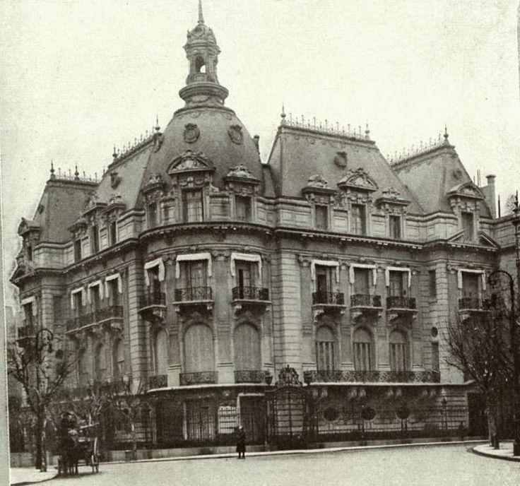 Residencia de Daniel Ortíz Basualdo-Dorrego y Mercedes Zapiola-Eastman en 1912, en la esquina de Avenida Alvear y Cerrito, hoy es la Embajada de Francia en Argentina.
