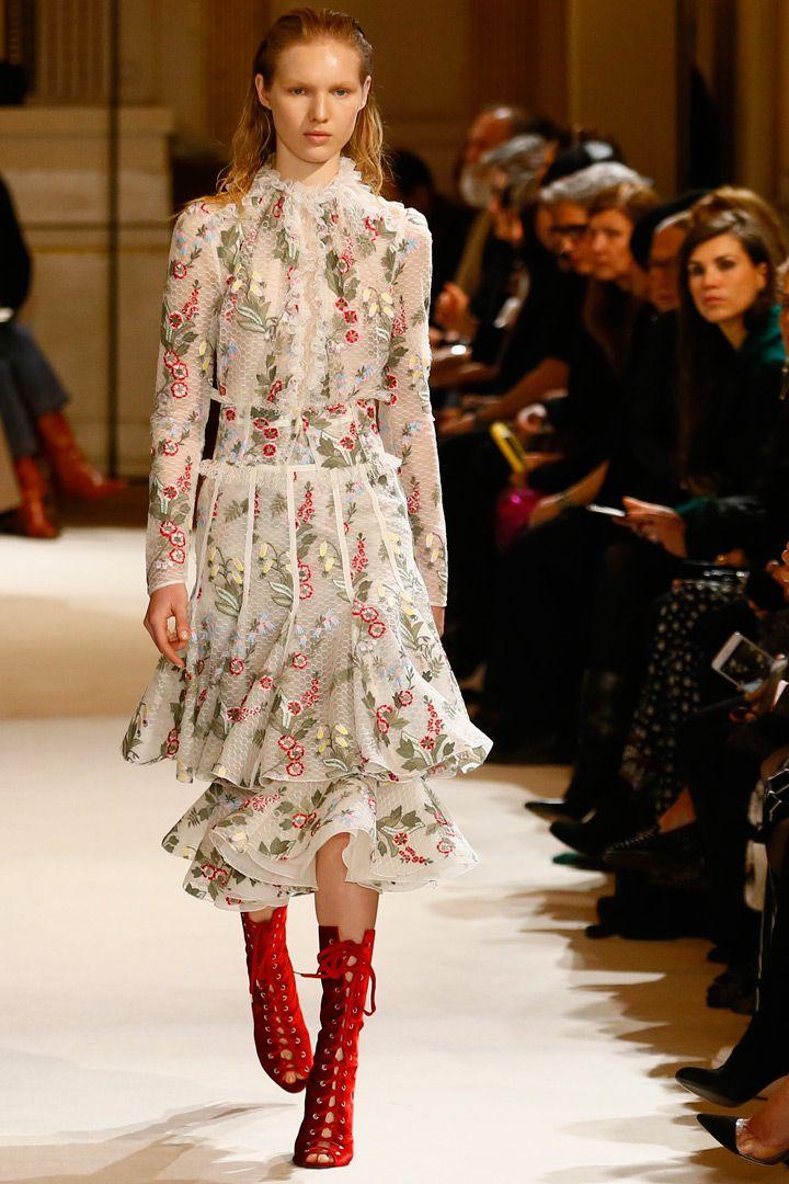 Giambattista Valli Paris Fashion FW/17.18  http://stylelovely.com/galeria/giambattista-valli-17-18/#page/1