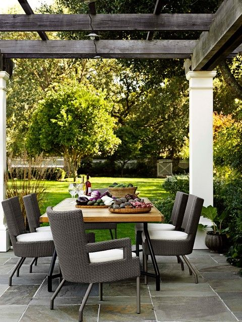 wonderful outdoor entertaining and dining area... love it.
