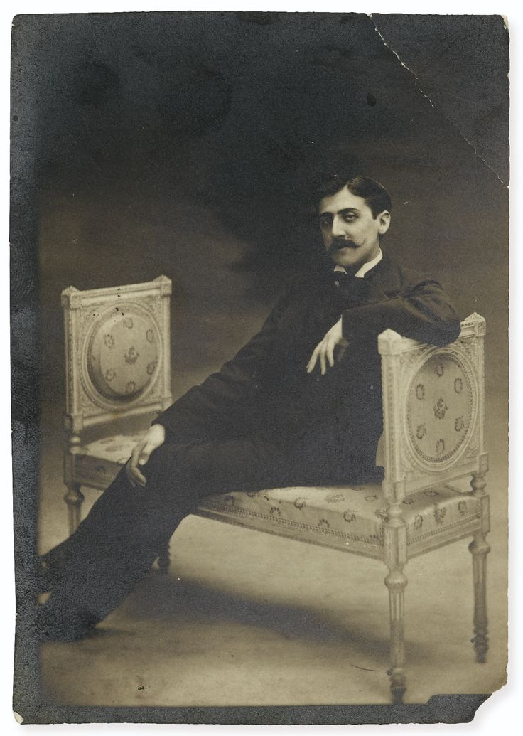 Otto, Otto Wegener dit MARCEL PROUST, SUR UNE BANQUETTE. [VRAISEMBLABLEMENT LE 27 JUILLET 1896]. PHOTOGRAPHIE ORIGINALE. Tirage argentique d'époque (108 x 76 mm).