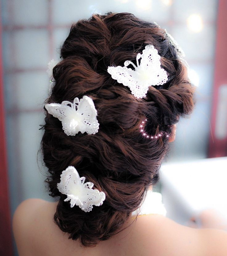 If you're a Delhi girl, who doesn't know where to get right hair accessories from, this blog is solely for you. 5 Places in Delhi that Every Girl must Visit for Quirky Hair Accessories!