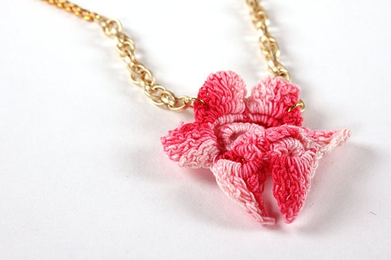 Vintage crochet orchid necklace in variegated pink hues