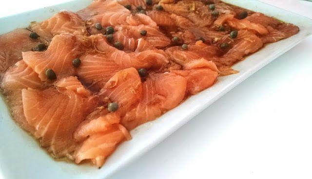 Black Pimienta: Tiradito de salmón con salsa de soja y lima