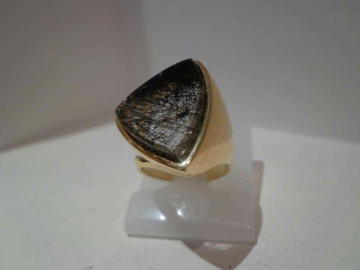 Anel em prata folheado ouro com pedra quartzo rutilo negro