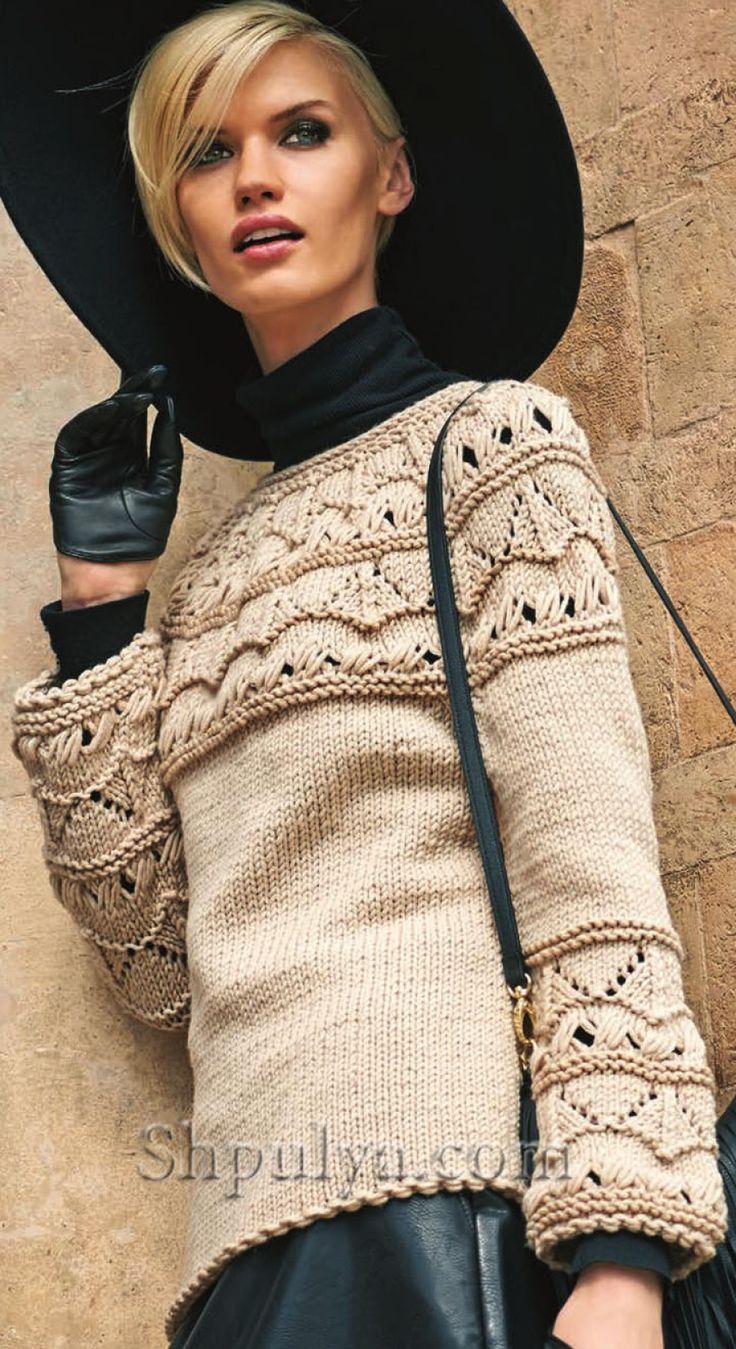 Бежевый пуловер с круглой кокеткой, вязаный спицами