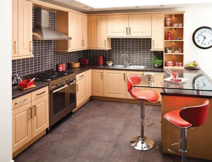 Küchen-moderne-mit-lila-hochglanz-küchenmöbel-installation-im-weiß - kleine küche l-form