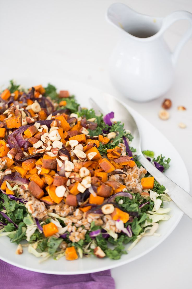 This autumn salad recipe with honey-mustard dressing is easy, nutritious and perfect for this season. I'm obsessed with it! Delicious Vegan Recipes, Vegetarian Recipes, Healthy Recipes, Vegan Soups, Vegan Dishes, Honey Mustard Dressing, Roasted Vegetables, Soup And Salad, Fall Recipes