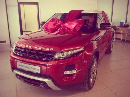 Image via We Heart It #amazing #birthday #car #cool #gift #jeep #new #photo #present #rangerover #red #ribbon #instagram #notajeep