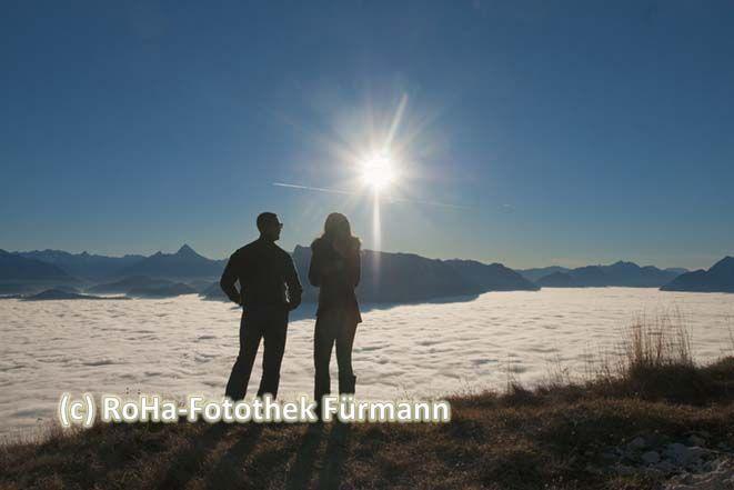 Ein wunderbar sonniger Nachmittag auf dem Gaisberg hoch über dem Nebel über Salzburg ...