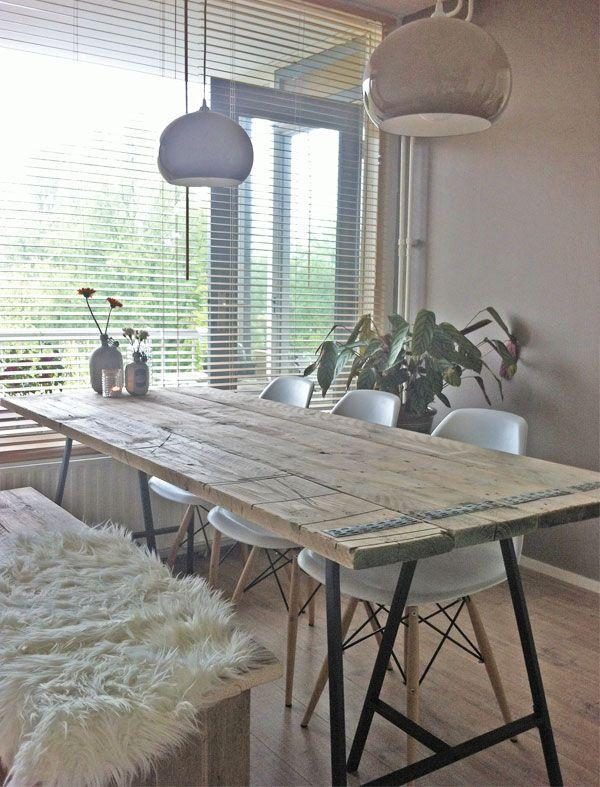 DIY Eettafel met steigerhout en metalen schragen