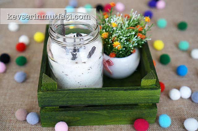 Vanilyalı Şeker Nasıl Yapılır? - Malzemeler: 1 su bardağı şeker, 3 adet çubuk vanilya.