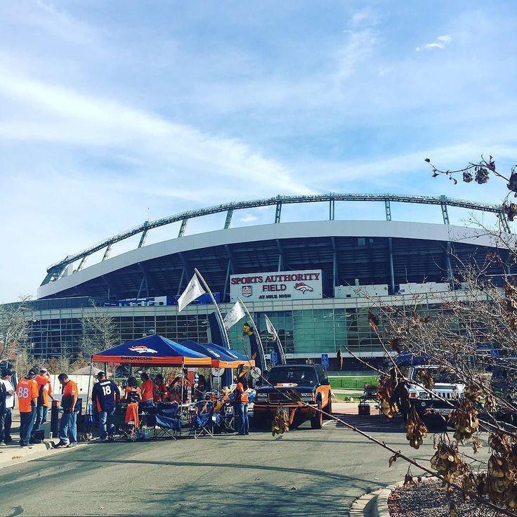 Denver #Broncos fans arrive early at the stadium. Thanks @jenniferzurzolo!  #SuperTailgate #tailgate #tailgating #win #letsgo #gameday #travel #adventure #stadium #party #sport #ESPN #jersey #sports #league #SportsNews #score #photooftheday #love #Football #NFL