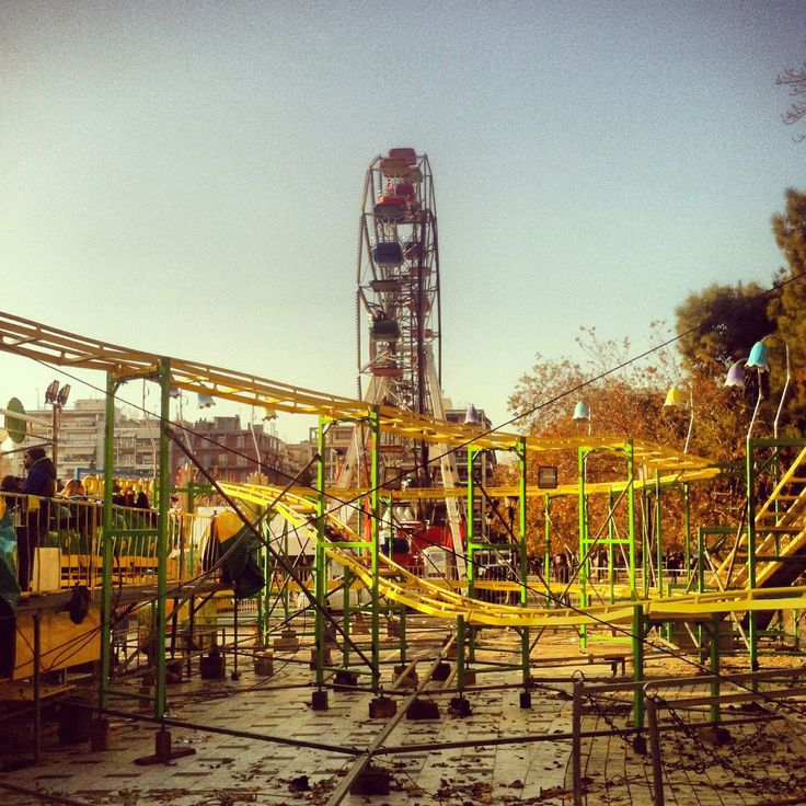 A fun park is set in Dikasterion Square during the Christmas period. (Walking Thessaloniki / Route 06, Saint Demetrius)