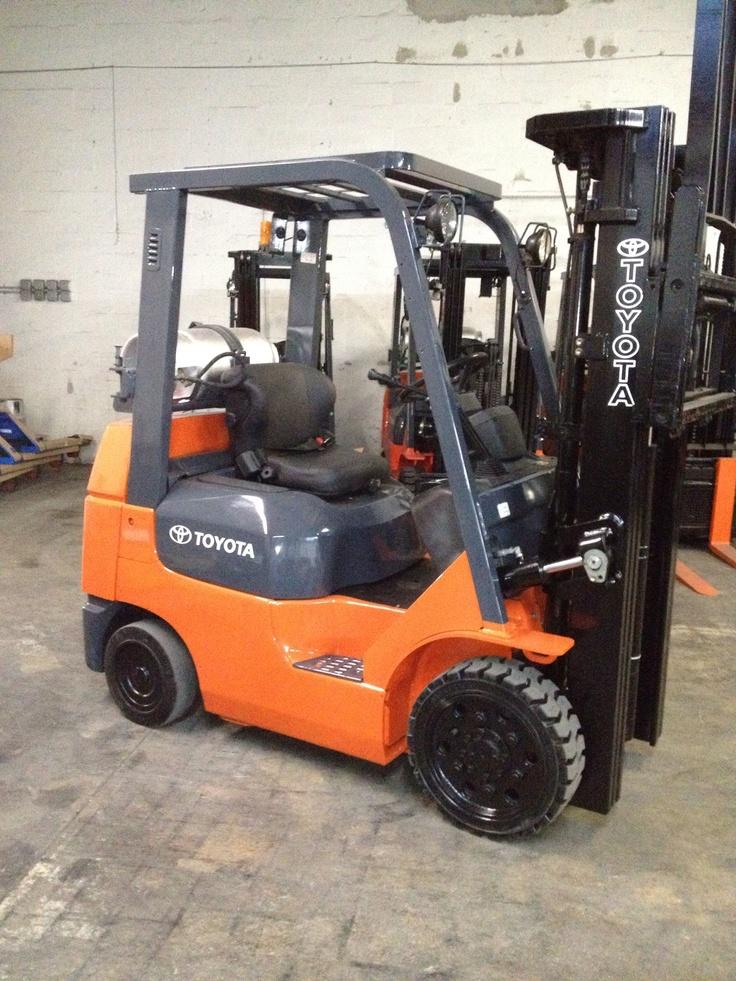 Forklift for sale in Miami 2004 Toyota model 7FGCU25 triple mast LP Gas $11,500