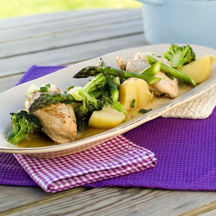 Kylling gryderet med asparges, broccoli, sne ærter og kartofler