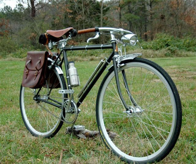 Just like my new bike except mines copper with lighter leather accents I ♥ my fixed gear townie