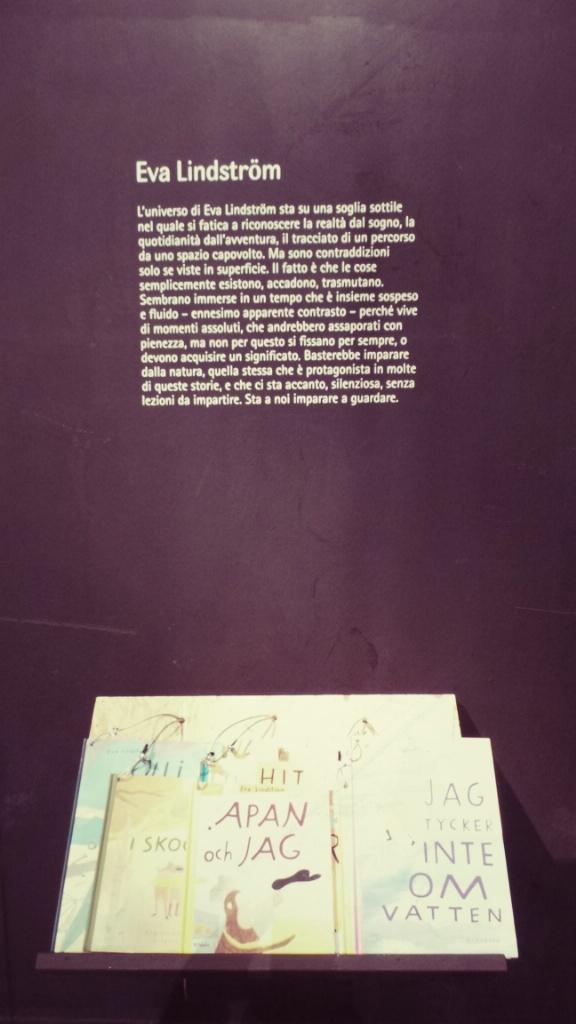 """Inaugurazione """"Sottosopra. Voci contemporanee dell'illustrazione svedese"""" Il lavoro di Eva Lindström è il punto di partenza della mostra, che abbraccia temi come la natura, la luce, lo spazio, oltre a una particolare attenzione all'infanzia e a elementi onirici e fantastici. Queste tematiche sono elaborate da Emma Adbåge, Karin Cyrén, Camilla Engman, Joanna Hellgren, Maria Libert, Emelie Östergren e Moa Schulman. h Arts Council. Durata mostra: 26 Marzo–14 Aprile. Museo Civico Archeologico"""