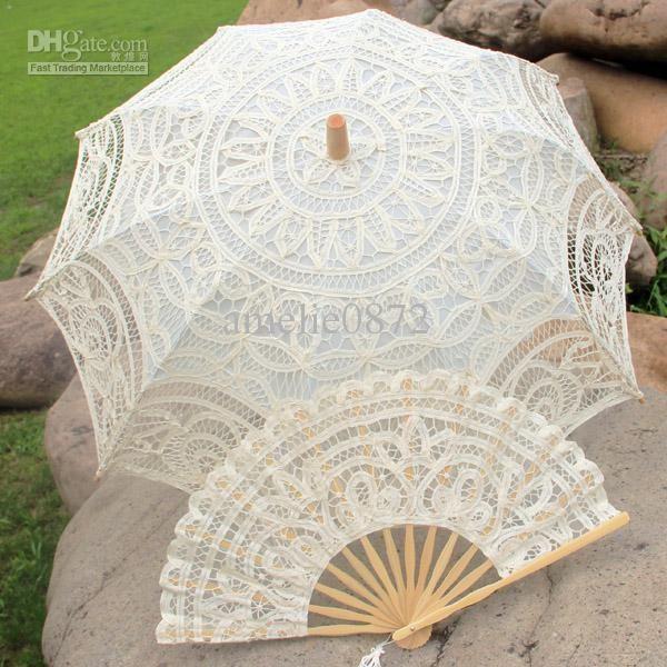 een kanten paraplu en waaier erbij:)