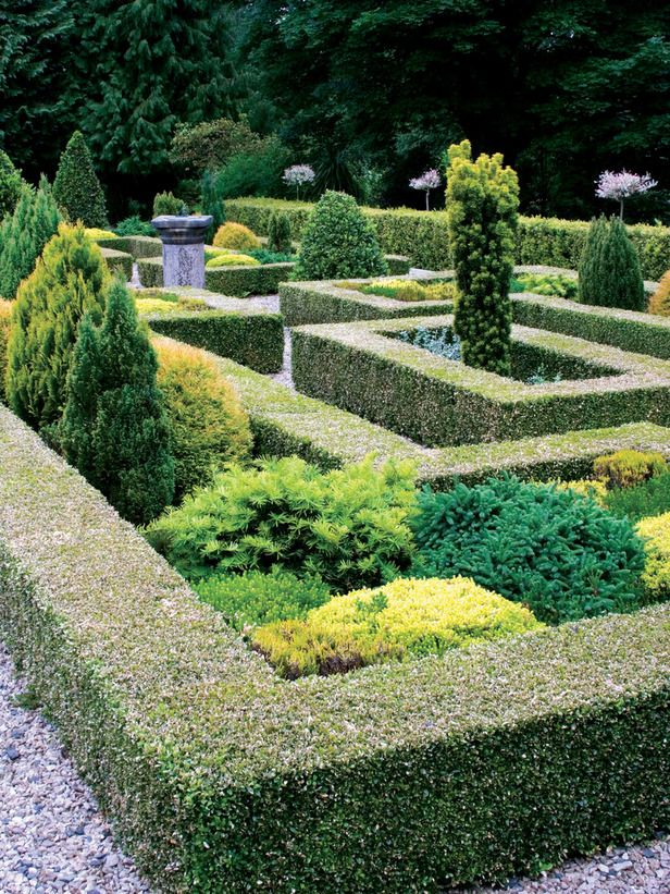 17 best images about formal gardens on pinterest gardens for Garden maze designs