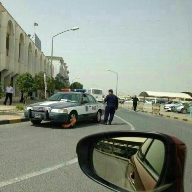 Police Fining Police  30 Crazy & Hilarious Things That You'll Only See In Dubai • Page 5 of 6 • BoredBug