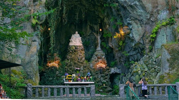 There's No Church In The World Like This One In Oregon/This incredible, 62-acre religious shrine in Portland will blow you away.