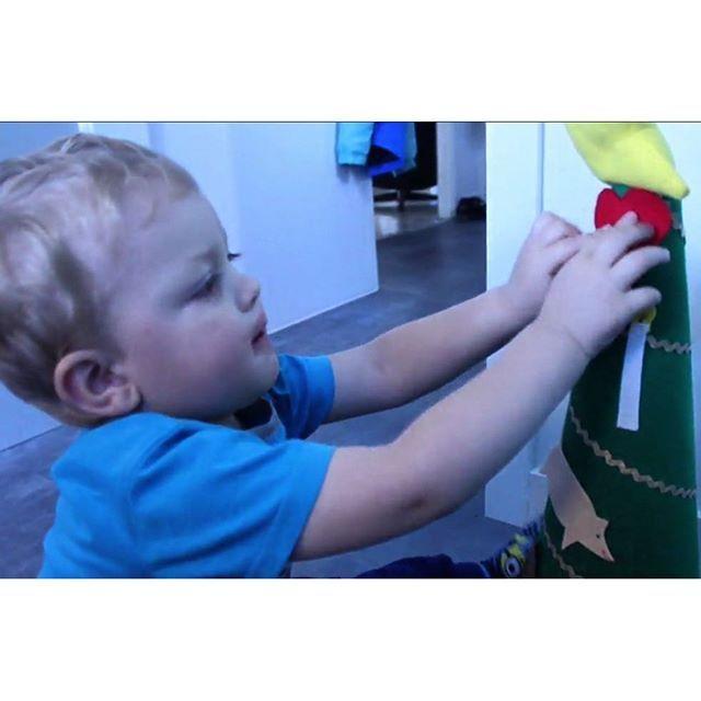 Lucka 14: Här är en perfekt gran för småbarn! Av en vägkon och filttyg kan du göra en egen gran till barnen. Se tv hur på bloggen. #systrarnapyssel #systrarnasjulpyssel #gran #julgran #diychristmas #diyjul #diyjulpynt #diyjuletræ #diyjulgran #julpyssel #julpysselmedbarn #pysseltips #pysselmedbarn #julpynt #filttyg #christmascraft #craft #mittmedia #allehandase #stnu #opse
