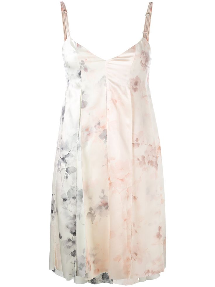 ¡Consigue este tipo de vestido informal de Calvin Klein Collection ahora! Haz clic para ver los detalles. Envíos gratis a toda España. Calvin Klein Collection - Printed 'lucinda' Mini Dress - Women - Silk - 38: A mini dress realised in silk with inverted pleats featuring a delicate all-over watercolour effect floral print. The model presents thin adjustable shoulder straps and a V neckline. Unlined. Sample Size: 38; Chest Circumference: 15,35; Back Length: 28,94. This item is true to fit…