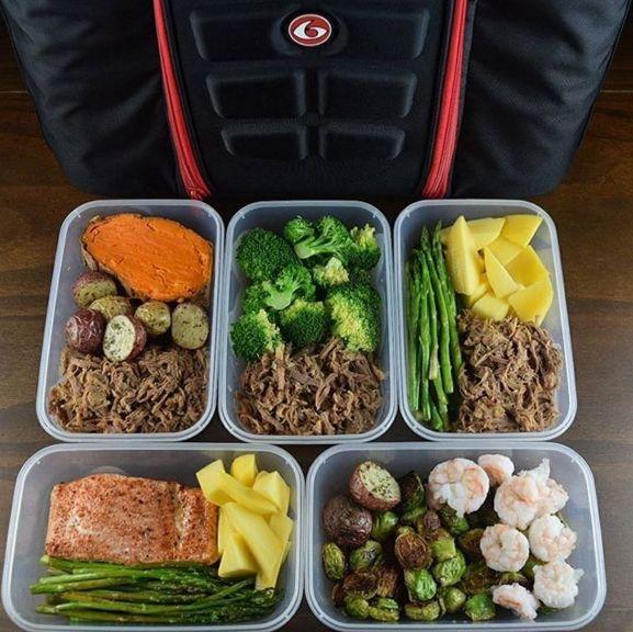 Preparar la comida no tiene por qué significar comer lo mismo todos los días. Mezcla y combina tus proteínas y verduras para que el almuerzo no nos parezca repetitivo. | 7 Consejos rápidos para cualquiera que esté tratando de comer más saludable