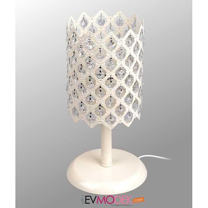 Şık bir tasarıma sahip masa lambası