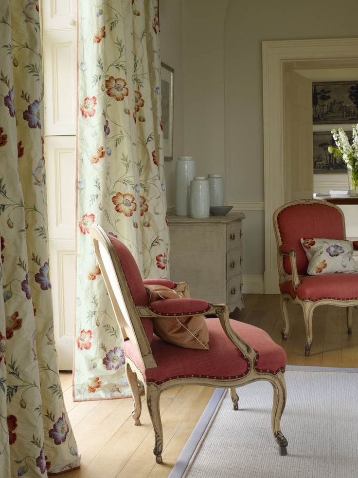 Colefax And Fowleru0027s Pembury Silk (drapes), Suffolk (chairs), Limoges Check