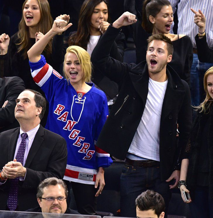 Pin for Later: Can't-Miss Celebrity Pics!  Cute pair Margot Robbie and Tom Ackerley were very into the NY Rangers game on Thursday.