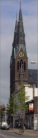 De Elandstraatkerk De monumentale neogotische rooms-katholieke kerk 'Onze Lieve Vrouw Onbevlekt Ontvangen' is in 1891-1892 gebouwd naar een ontwerp van Nicolaas Molenaar. De kerk is 60 meter lang, 40 meter breed en 35 meter hoog. De torens zijn 72 meter hoog. De oorspronkelijke inrichting, polychromie en beglazing zijn nog vrijwel volledig aanwezig. De polychromie, uitgevoerd naar het ontwerp van F.S. Stoltefus, dateert uit 1907-1912.