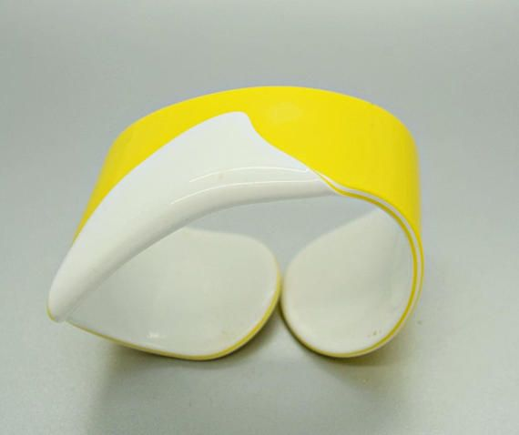 Vintage #Yellow and #White Laminated Cellulose Acetate Cuff Bracelet Lea Stein Style  This cool bracelet is yellow on top, then white, then a strip of yellow and then white o... #etsy #collectible #daisyandducky #epsteam #sale