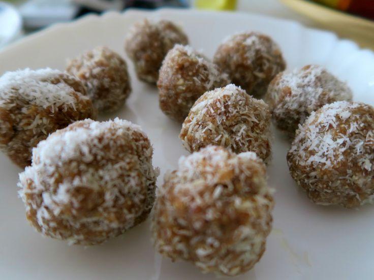 Kešu - kokosové kuličky / Cashew - coconut balls