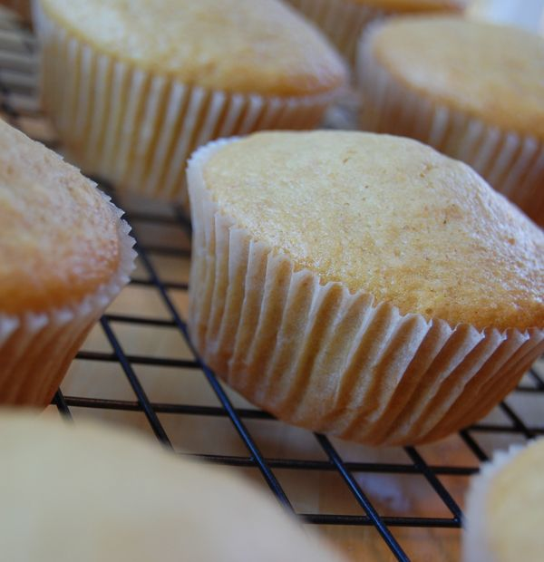 Heerlijk vanille cupcakes bereid zonder boter, melk en eieren