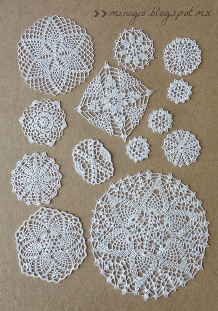 Miniature crochet doilies by MiniGio