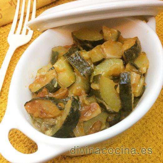 Estos calabacines guisados se pueden servir con un huevo frito o a la plancha, o como guarnición de carnes a la plancha.