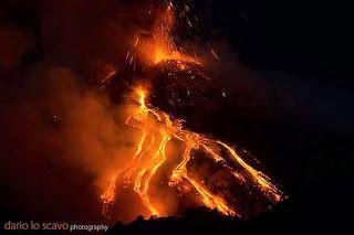 Tűzhányó: december 2013 Etna: folyamatos kitörések szombat reggel óta...