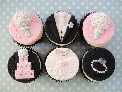 Bride and groom cupcakes!