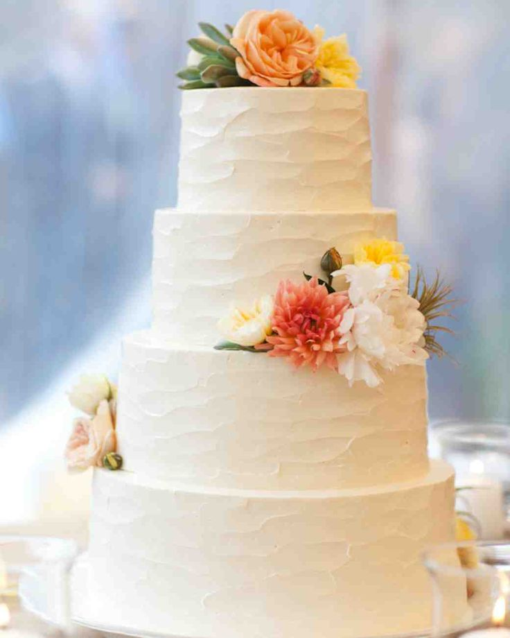 Groom Ben A Formally Trained Chef Worked With Baker Jennifer Arana Of Let Them Eat Cake To Make This All White Cream Cheese Buttercream And