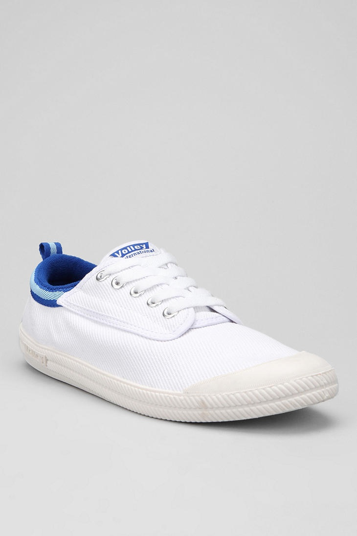Urban Outfitters - Volley International Sneaker